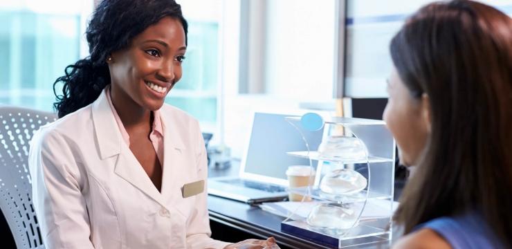 Você sabe quando trocar o implante de silicone nas mamas?