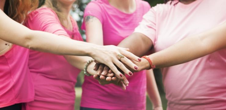 Outubro Rosa: É preciso tocar nas causas determinantes do câncer de mama e colo do útero.