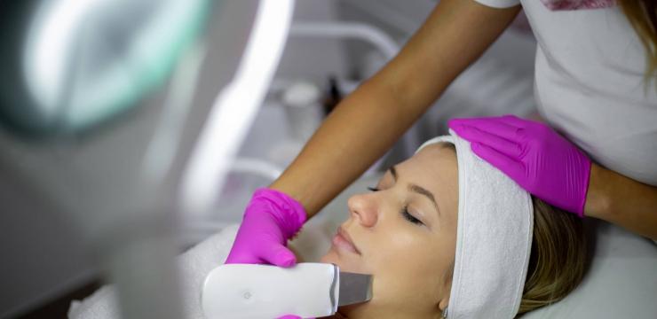 Conheça 5 principais tipos de limpeza de pele e como escolher